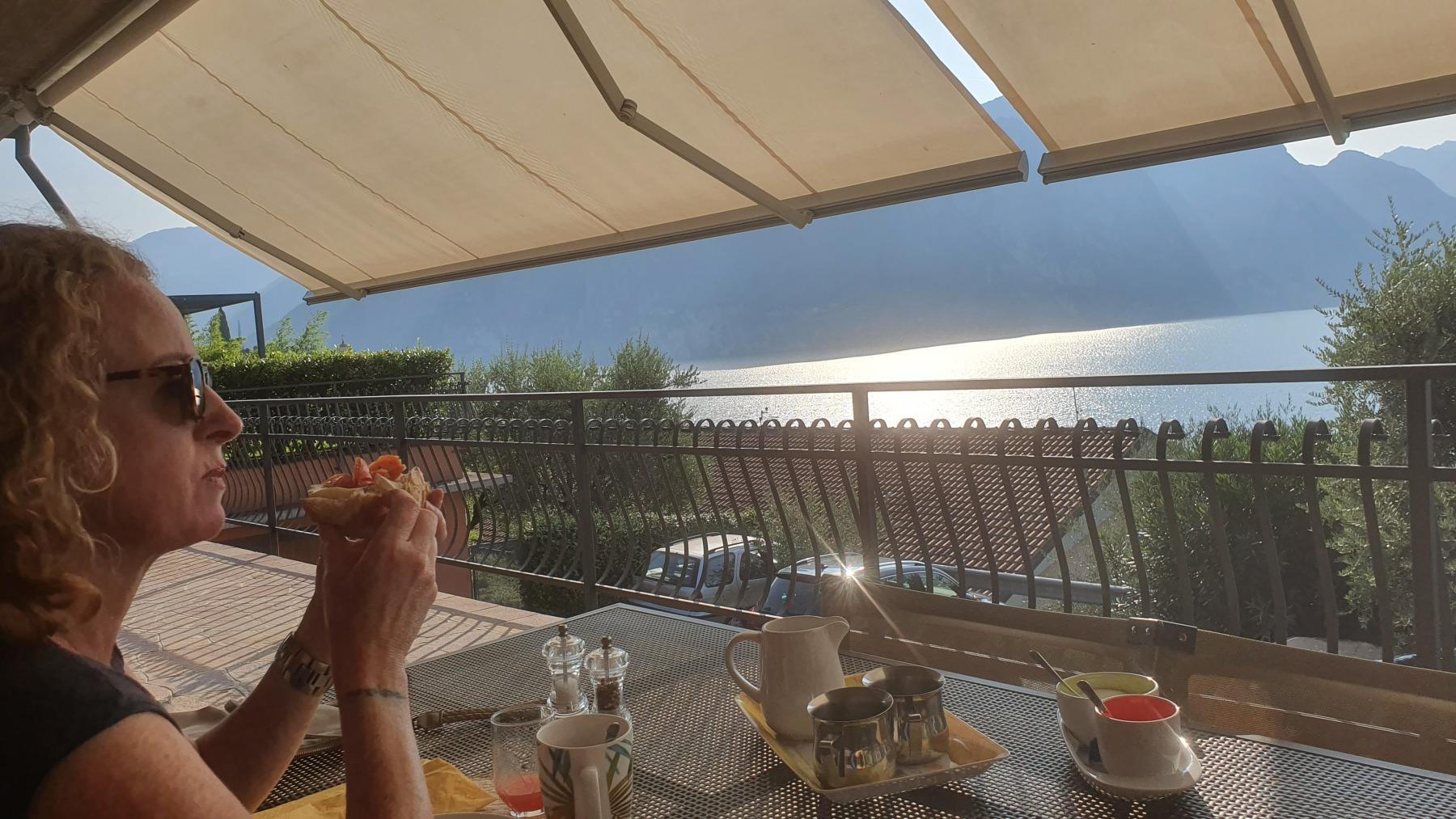 Ontbijt met uitzicht op het Lago d'Iseo